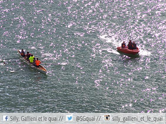 Kayak et bateau rouge @Silly, Gallieni et le quai